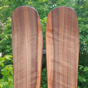 Amazaqoue oder Ovangkol: Ein intensiv gemasertes Holz, welches auch im Instrumentenbau Verwendung findet.